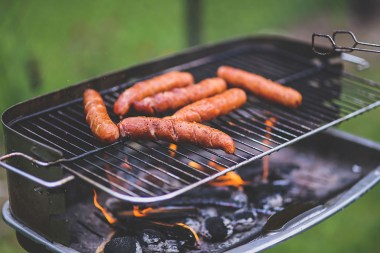 Grilling-sausages5